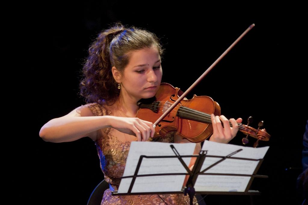 fata cu vioara